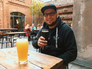 "<img src=beer-poznan-twovelers.jpg "" alt=""poznan twovelers ministerstwo browaru pivo"" srcset="