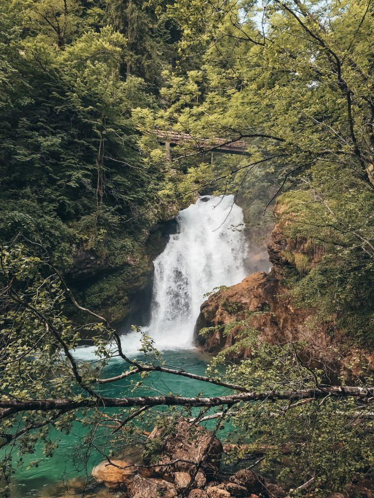 "<img src=""Vintgar gorge Twovelers.jpg"" alt=""Vintgar Gorge v Slovinsku Vodopád Šum"" srcset="
