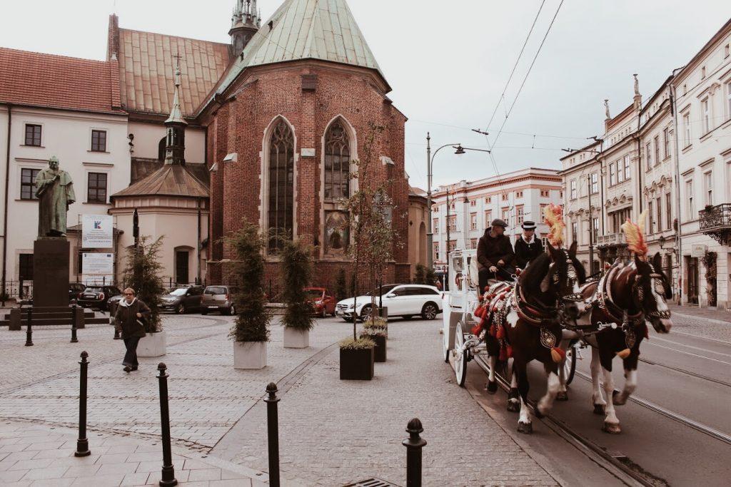 """<img src=""""Krakow twovelers.jpg"""" alt=""""Krakow in Poland what to see"""">"""