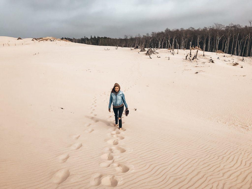 """<img src=""""twovelers poland sand dunes.jpg"""" alt=""""moving dunes in Poland twovelers"""">"""