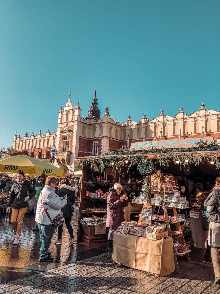 "<img src=""krakow-vianoce-trhy-twovelers.png"" alt=""krakow vianočné trhy kedy ísť"">"