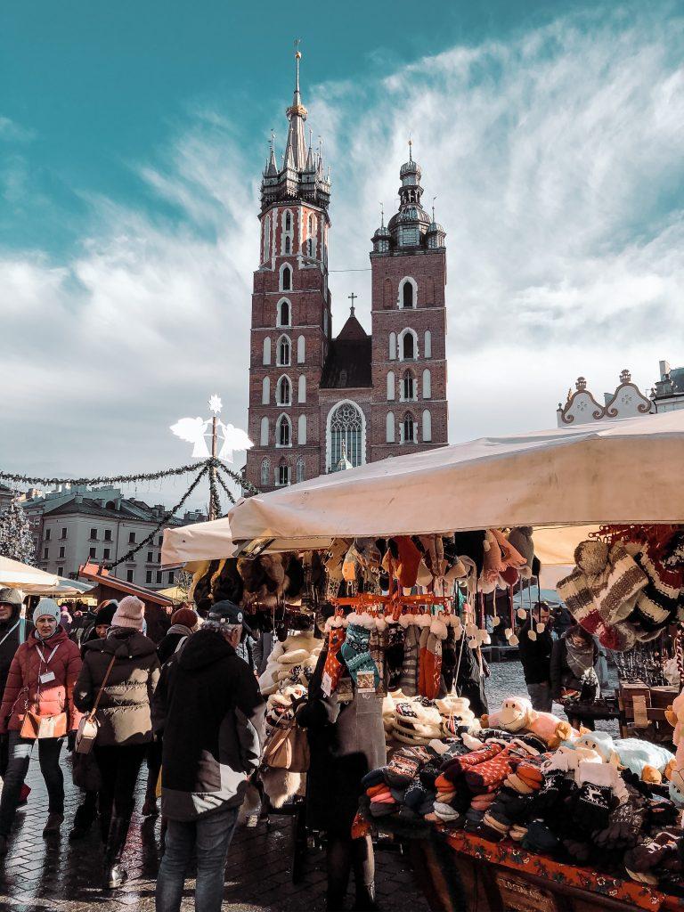 """<img src=""""twovelers-krakow-christmas-market.png"""" alt=""""krakow vianočné trhy čo robiť"""">"""
