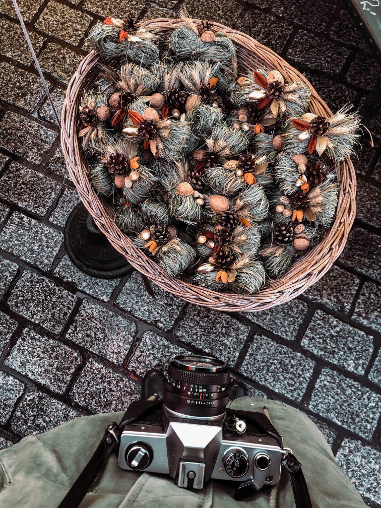 "<img src=""twovelers-krakow-market-christmas.png"" alt=""krakow vianočné trhy kde ísť"">"