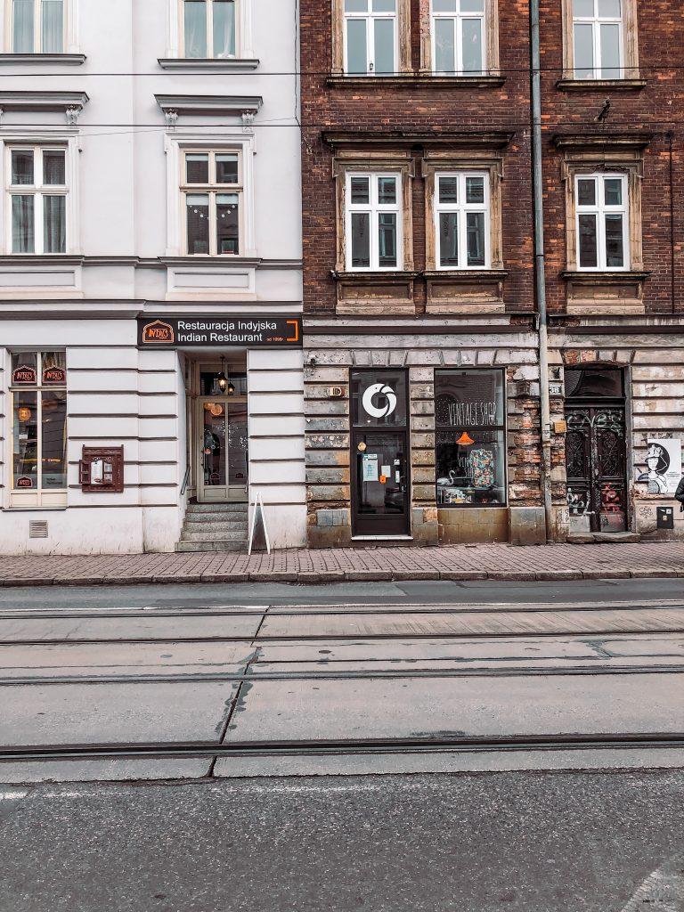 """<img src=""""vintage shop starowislna twovelers.jpg"""" alt=""""vintage second hand stores in Krakov"""">."""