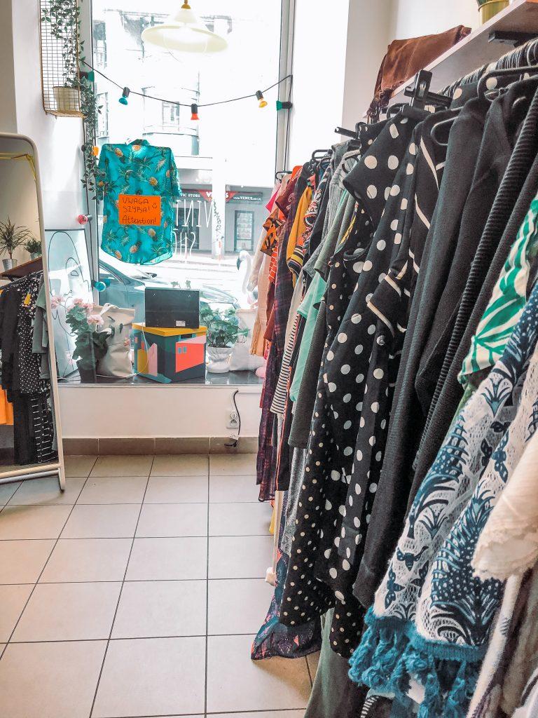 "<img src=""vintage shop- twovelers-krakow second hand.jpg"" alt="" second hand shops in krakow city poland "">."