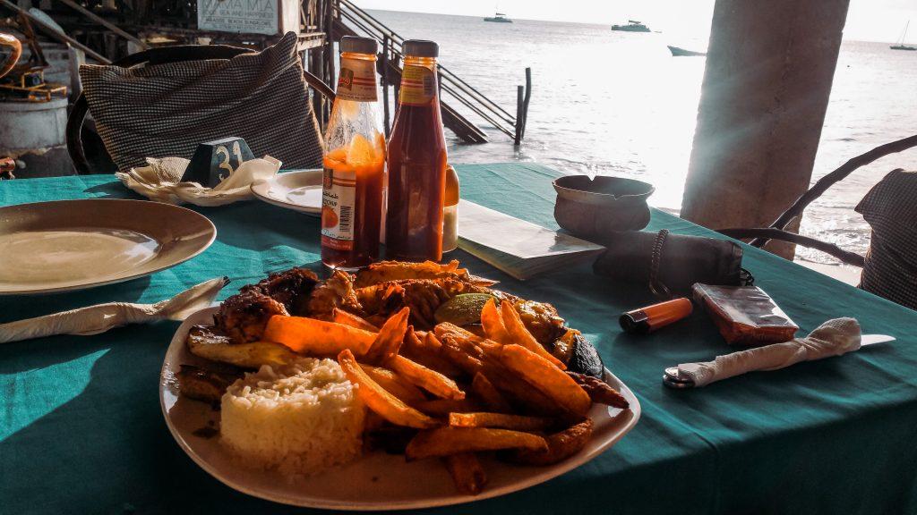"""<img src=""""twovelers-zanzibar-food.jpg"""" alt=""""zanzibar afrika najlepšie jedlo"""">"""